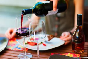 Lee más sobre el artículo Vinos e invitados en casa