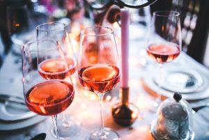 Vinos rosados en disfrute