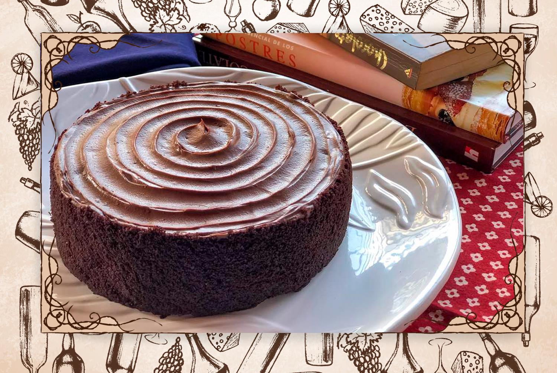 """Recomendación: """"Me encanta su versión de la deliciosa BlackOut, torta de tres capas rellena de cremoso de chocolate; está hecha para el deleite de los amantes de este postre"""". (FOTO: Andry Rivas)"""