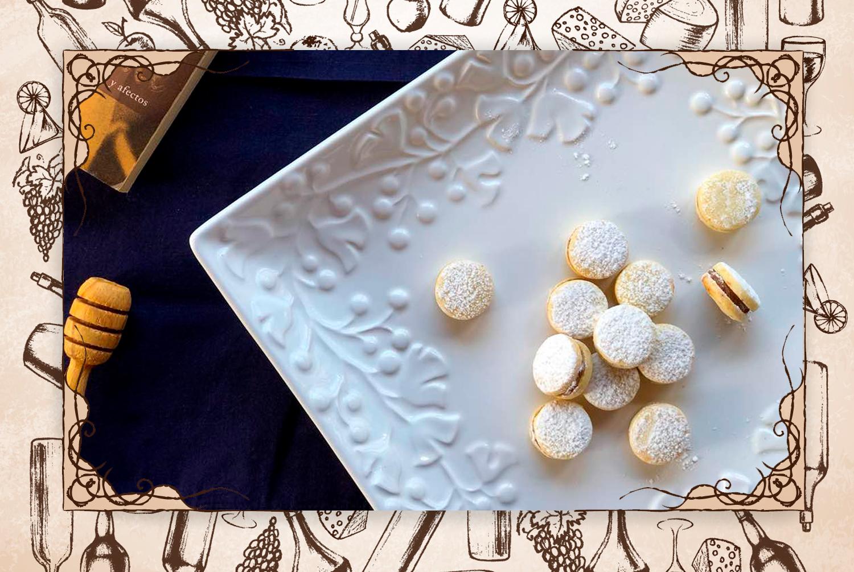 """Imperdible: """"Sus mini alfajores son receta familiar. Probarlos es una experiencia que evoca sabores y aromas de infancia y traen aquellos recuerdos cuando madres y abuelas preparaban los postres para el consentimiento de la familia"""". (FOTO: Andry Rivas)"""