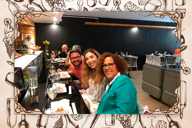 """Fui a Taiko con…: """"Luisana Altamiranda, a quien también le gusta la cocina japonesa y Adriana Gibbs, quien me invitó a narrar la experiencia""""."""
