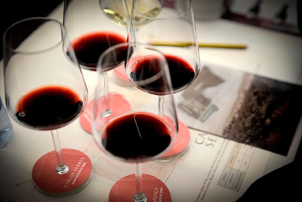 En este momento estás viendo Los elegantes vinos riojanos de Carlos Serres (I)